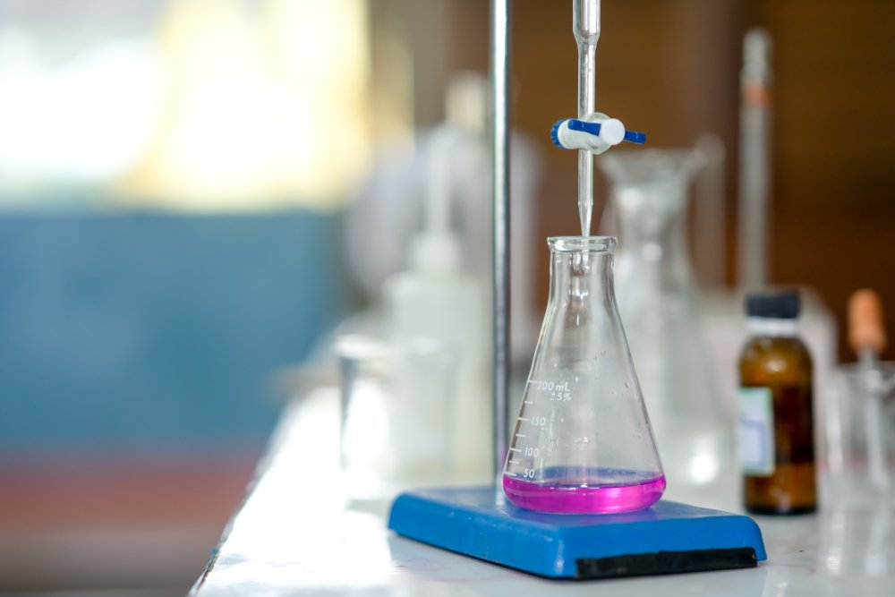 Science laboratory concept. Chemical laboratory is titration for acid base analysis(Torychemistry)s