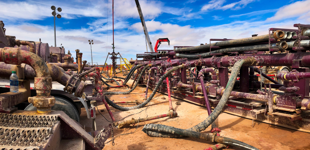 Fracking, well head connected to fracking pumps(Anton Foltin)s