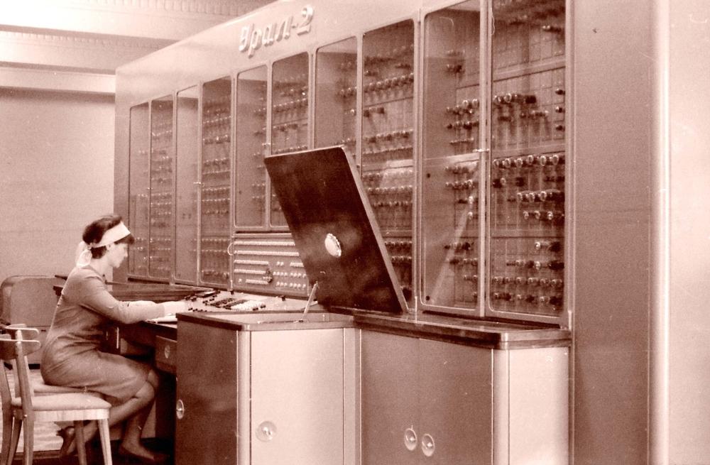 Electronic Digital Computer(emkaplin)s