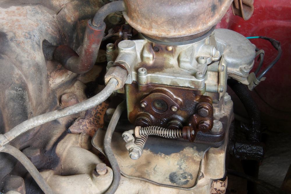 Fuel leaking from old carburetor(Taphat Wangsereekul)s