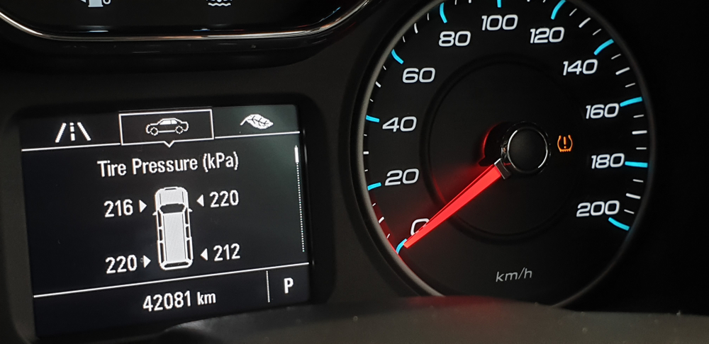 monitoring display on vehicle cluster, Check tire pressure(Tetrisme)S