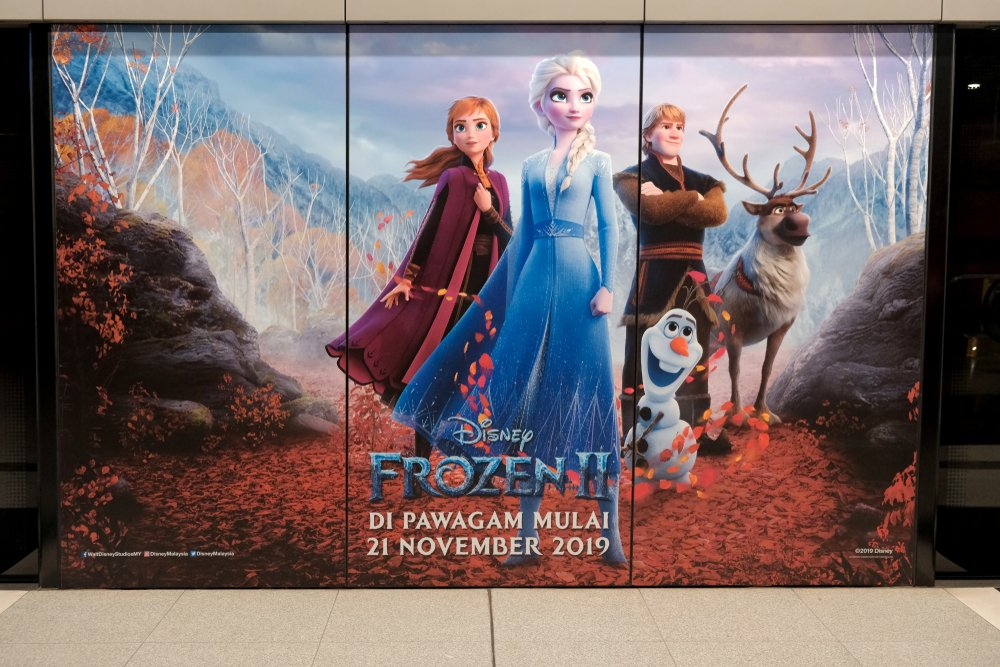 A beautiful poster of a movie called Frozen II(Razlisyam)s
