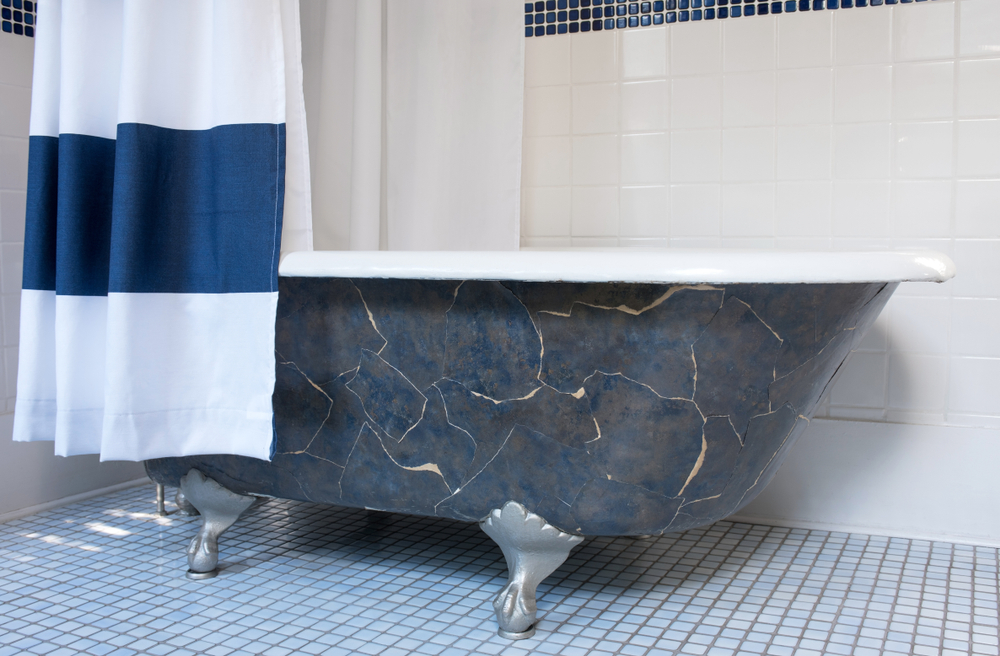 Clawfoot Bathtub with Platinum Claw Feet(Susan Law Cain)S