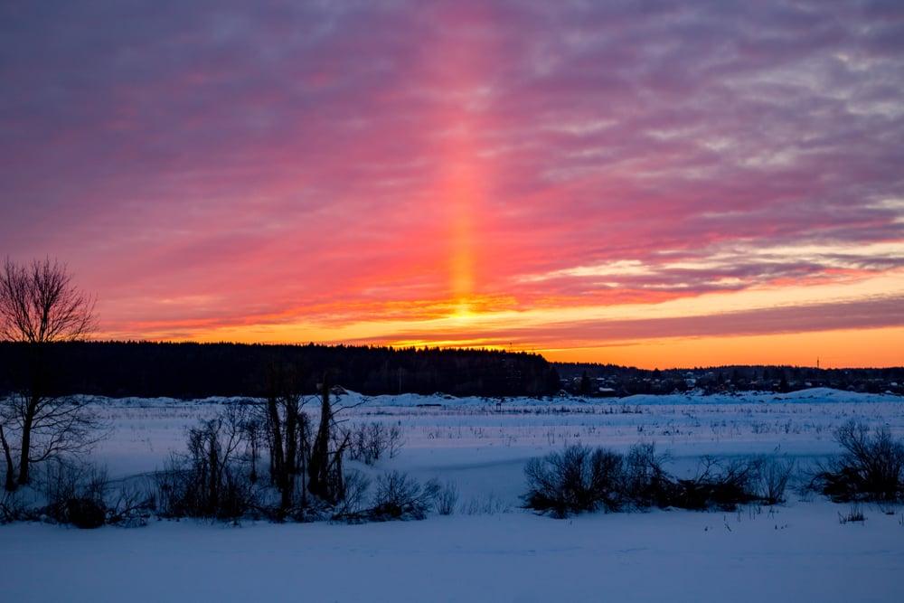 Visual atmospheric phenomenon Light pillar(PhotoChur)S
