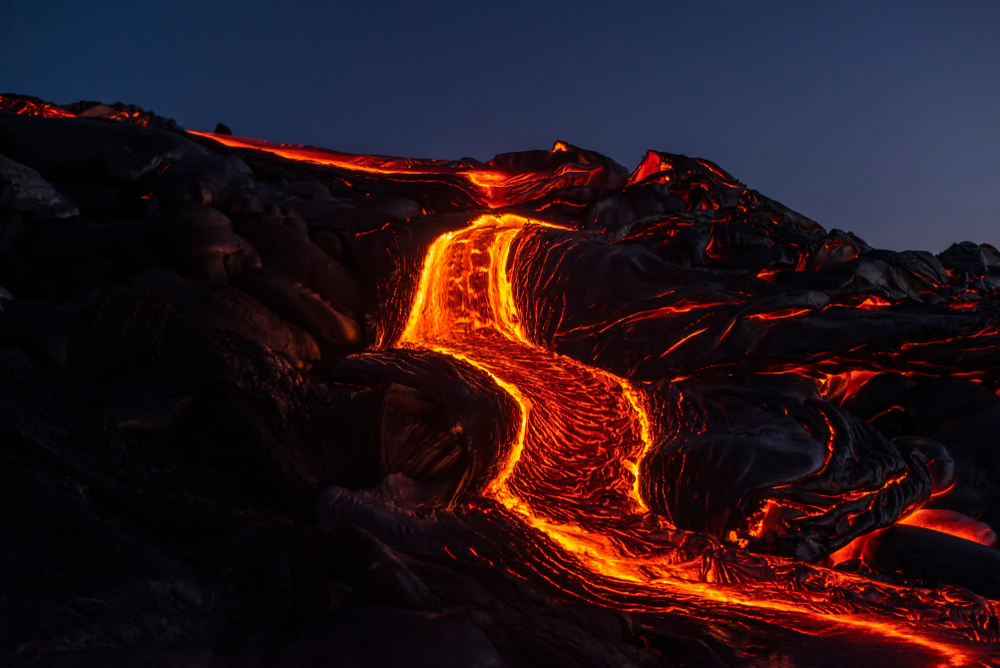 River of pahoehoe lava flowing down a cliff(Yvonne Baur)s
