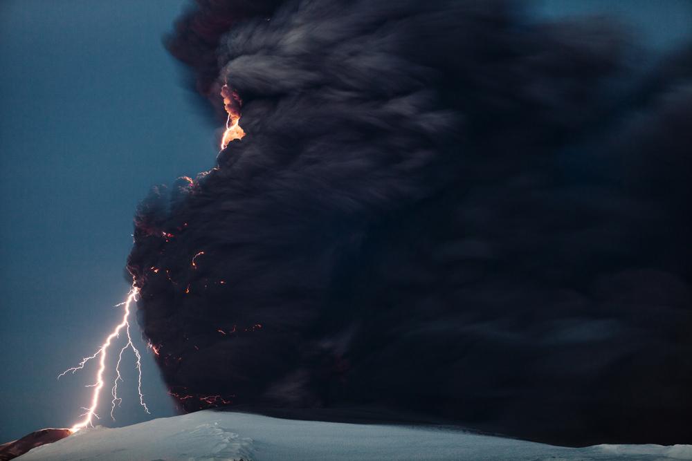 Volcanic lightning(Nosdois)s