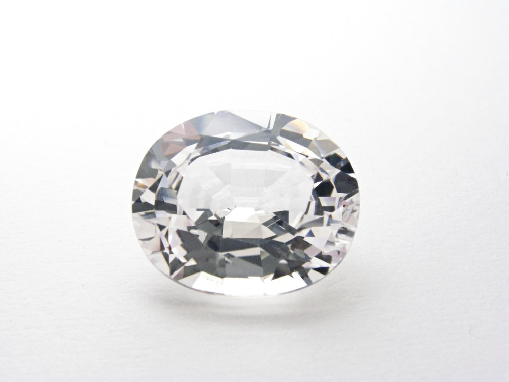 white sapphire oval cut gem isolated on white background for gem jewelry(photo33mm)s