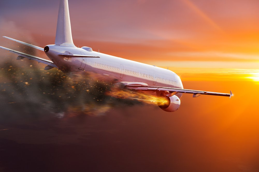 Commercial airplane with engine on fire(Lukas Gojda)s