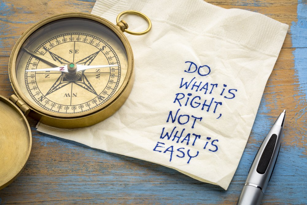 Do what is right, not what is easy advice or reminder(marekuliasz)S