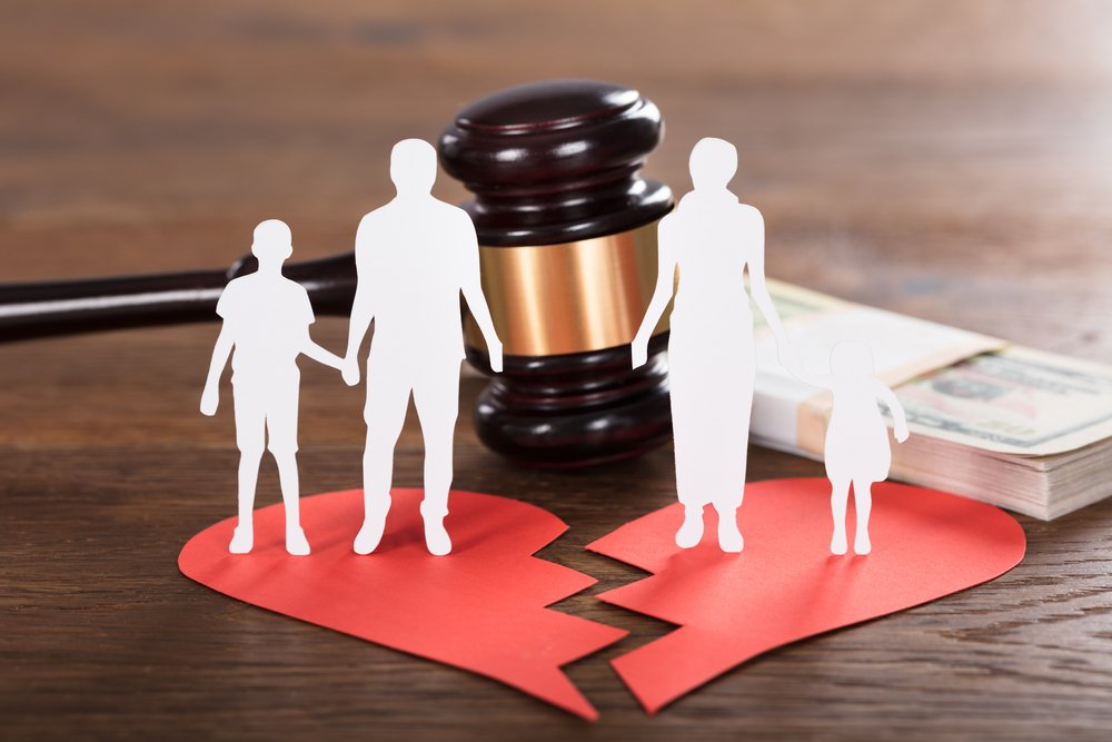 Gavel And Paper Family Representing Divorce On Wooden Desk(Andrey_Popov)s