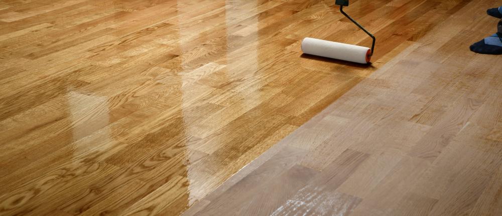 Lacquering wood floors(photographerstudio)s