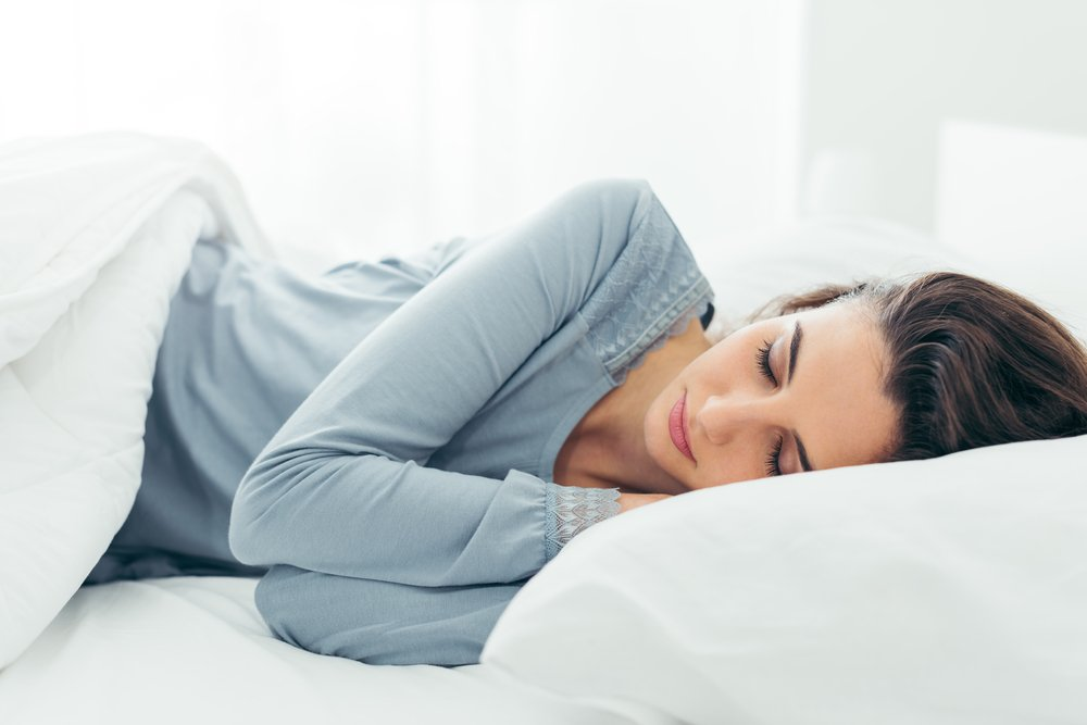 Young beautiful woman sleeping in her bed and relaxing in the morning( Stock-Asso)s