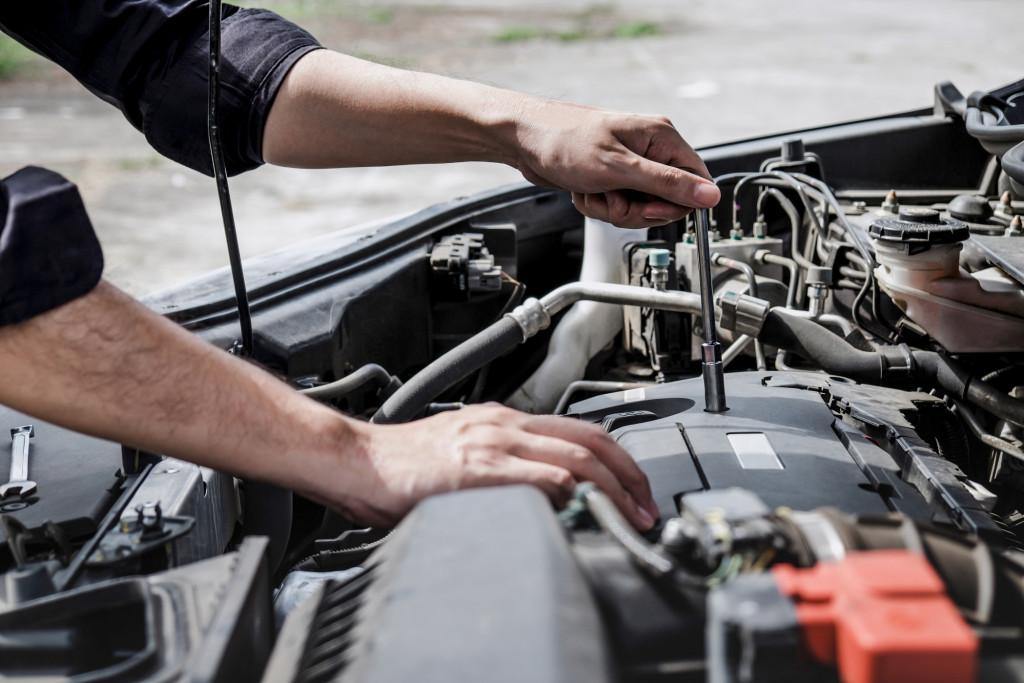 services-car-engine-machine-concept-automobile-mechanic-repairman-hands-repairing-a-car-engine_t20_XxBblr