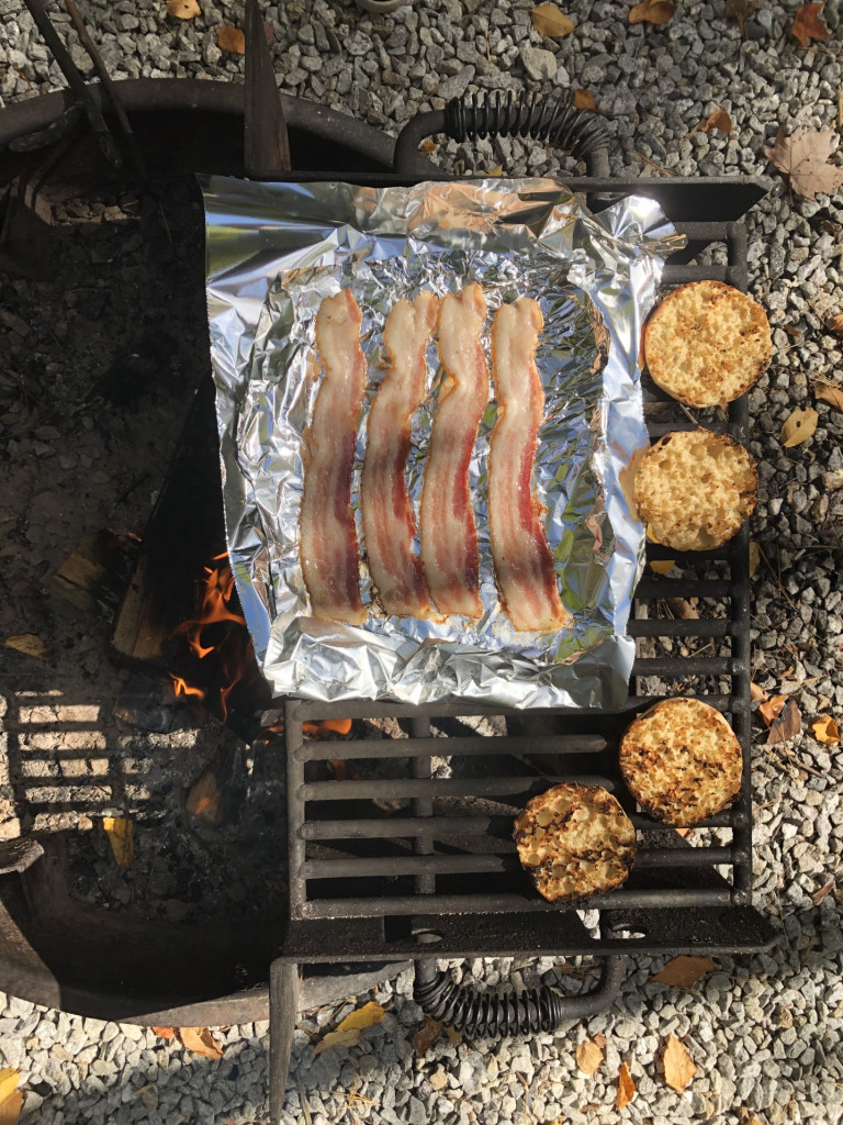 bread-cooking-camping-bacon-breakfast-grate-campfire-foil-aluminum-foil-english-muffins_t20_QK0n1b