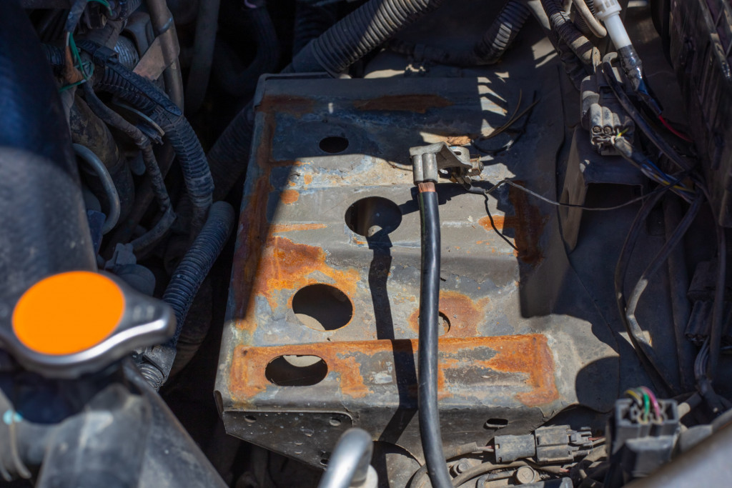 the-battery-pad-in-the-car-is-rusted-from-a-hydrochloric-acid-leak-installation-and-replacement-of_t20_kzoeYx