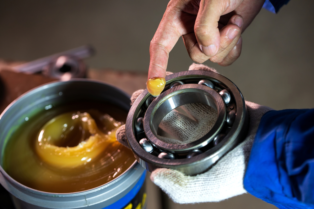 Close,Up,Of,Lubricant,Grease,In,Hand,Mechanic,For,Putting